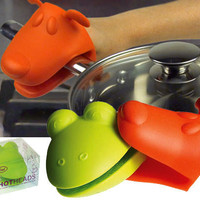 FROG  DOG HOT HEADS OVEN MITTS