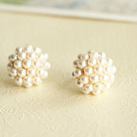 Fashion Elegant Round Pearl Earrings from LOOBACK