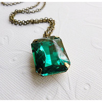 Emerald Green Necklace by Aqsa on Etsy