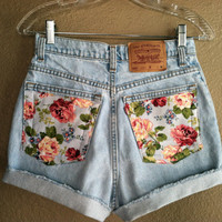 Vintage Floral Pocket High Waisted Levi's Shorts (Small)