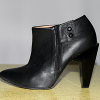 Sculptural Size 8 Geometric Heel Black by PINKCHAMPAGNEFASHION