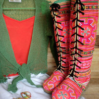 Anja Boot in Vivid Hmong