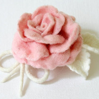 Felted Brooch  Pale Pink Rose  handcrafted by Roltinica on Etsy