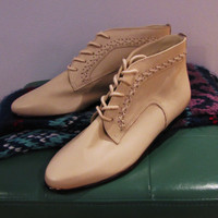 dead stock Ellemenno cream leather bootie. leather ankle boots. preppy boot. preppy shoe. 6.5 M
