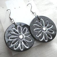Handpainted Silver Daisies on Blackcrystal by creativesparks69