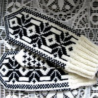Whiteblack mittens by EheAsi on Etsy