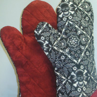 Oven Mitts My Bloody Valentine Skulls and by TheGoodOleDays