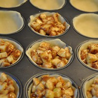 crafty crafts/ delicious things / Mini apple pies... on my list of things to make!