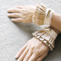 Lyr elastic lace ruffled cuffsromantic wrist