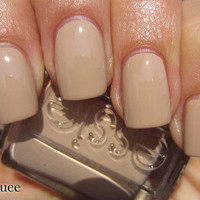 Essie Nail Polish (E773-Brooch The Subject) WINTER COLLECTION 11 Caf Latt NUDE