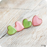 Stud earrings - Set of 2 - Grass green  and Pearly pink Hearts