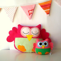 Pink owl pillow / softie made of felt for nursery decoration, owl themed party or baby shower - Fabric owl also available - Made to ORDER