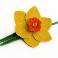 Felt brooch yellow narcissus daffodil - ready to ship