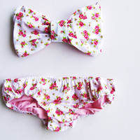Vintage Pink Floral Bow Bandeau Sunsuit Bikini by PitaPataDiVa