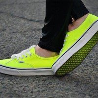 Vans AUTHENTIC (Neon) Yellow/True White Women&#x27;s Skate Shoes