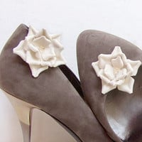 Cream leather flower Shoe Clips by katrinshine on Etsy