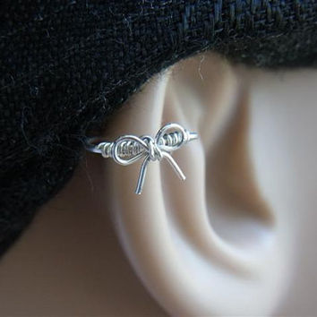 Cutie bow Silver Cartilage hoop by PiercingRoom on Etsy