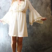 Vintage 1970s Romantic Hippie Angel Trumpet Sleeve Dress with Daisy Lace Trim