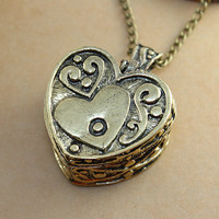 vintage style  heart locket pendant necklace