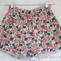 Vintage High Waisted Floral Flower Print Denim Shorts (W26)