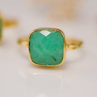 Chrysoprase Ring with natural black inclusions - Gemstone Ring  - Bezel Ring - Stackable Ring -