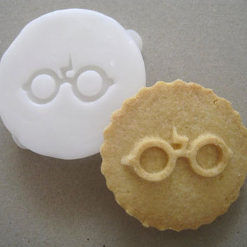 HARRY POTTER inspired Glasses COOKIE Stamp, recipe and instructions - make your own Harry Potter inspired cookies