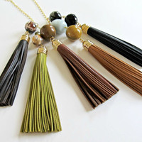 Leather tassel necklace - leather pendant necklace in green with agate and Swarovski crystal