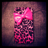 iPhone 4 and iPhone 4S Wild Hot Pink Cheetah with Hot  Pink Bow case