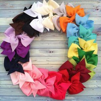 20 Hair Bows 3 inch Bout...