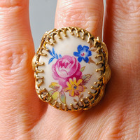 Vintage filigree ring, porcelain cabachon with elegant floral decor Size 5 adjustable