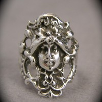 $54.00 Silver Victorian Face Ring by freedomjewelryusa on Etsy