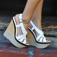 Her Summer Strut Wedges: White | Hope&#x27;s