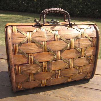 Vintage Woven Wooden Purse, handbag, with metal clasp, Very Unique
