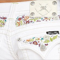 NEW MISS ME BRAND JEANS RHINESTONES FLORAL EMBROIDERY WHITE FAY HEM DENIM SHORTS