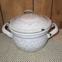 Graniteware Chickenwire Pot with Lid Small
