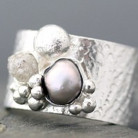 Raw Diamond and Steel Grey Pearl in Textured by Specimental