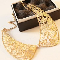Elegant Carving Gold Shirt Collar Necklace
