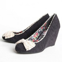 Segovia Crochet Bow Wedges