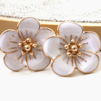 White color flower earrings -  fun and cute posts earrings.
