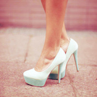 How to Style Chic White Shoes