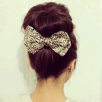 Bow: The Perfect Sidekick for a Pinch of Chic