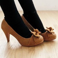 Two- dimensional butterfly knot high heels