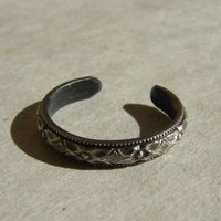 Sterling Silver Toe Ring with Geometrical Abstract Flower Pattern