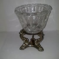 Godinger Silver Co. Ltd. Silver stand with Pressed Glass Bowl