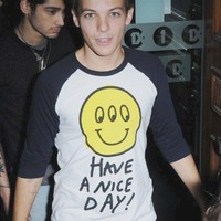 Have a nice day alien shirt as worn by Louis Tomlinson