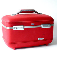 Cherry Red Train Case by American Tourister with Original tray and Keys