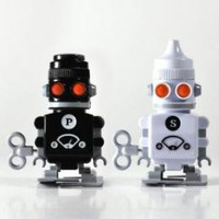 Wind Up Suck UK Salt and Pepper Bots: Salt and Pepper Shakers