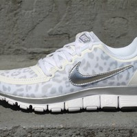 Nike Wmns Free 5.0 V4 Leopard