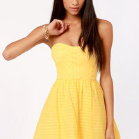 Stylist's Pick-nic Yellow Strapless Dress
