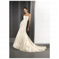 Elegant White Taffeta A line Strapless Sweetheart Wedding Dress